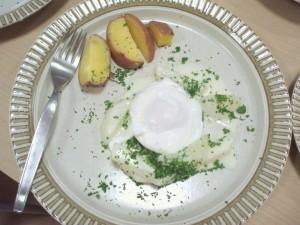 コールラビのポーチドエッグクリームソース