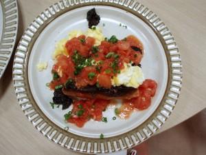 たまごとトマトのクロスティーニ
